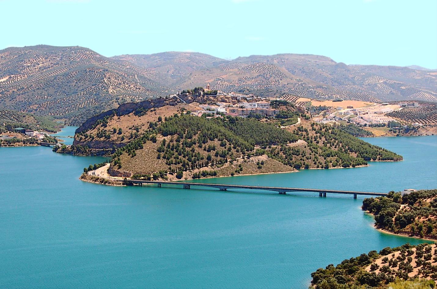 Las Antorchas, Iznajar: Lake Views for Reform